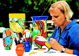 Marie Hoglund paints a layer on graal glass forms