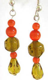 Longish drop earrings in stylish amber with orange beads as contrast