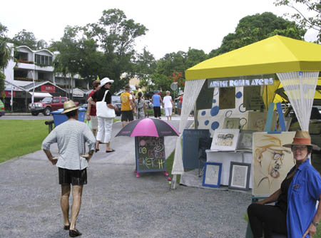 Portrait artist, Robin Ayers, at Port Douglas markets