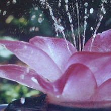 Judith Bohm-Parr glass waterlily fountain - detail